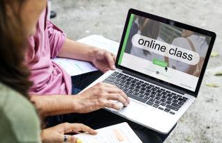 online class on a laptop